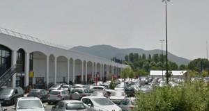 Meylan : l'hypermarché Carrouf a oublié d'ouvrir ce matin.