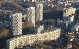 La section locale du Front National veut repeindre les trois tours de Grenoble en bleu, blanc et rouge.